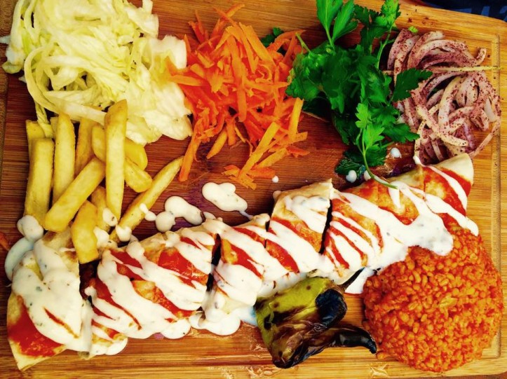 Kebab with yoghurt