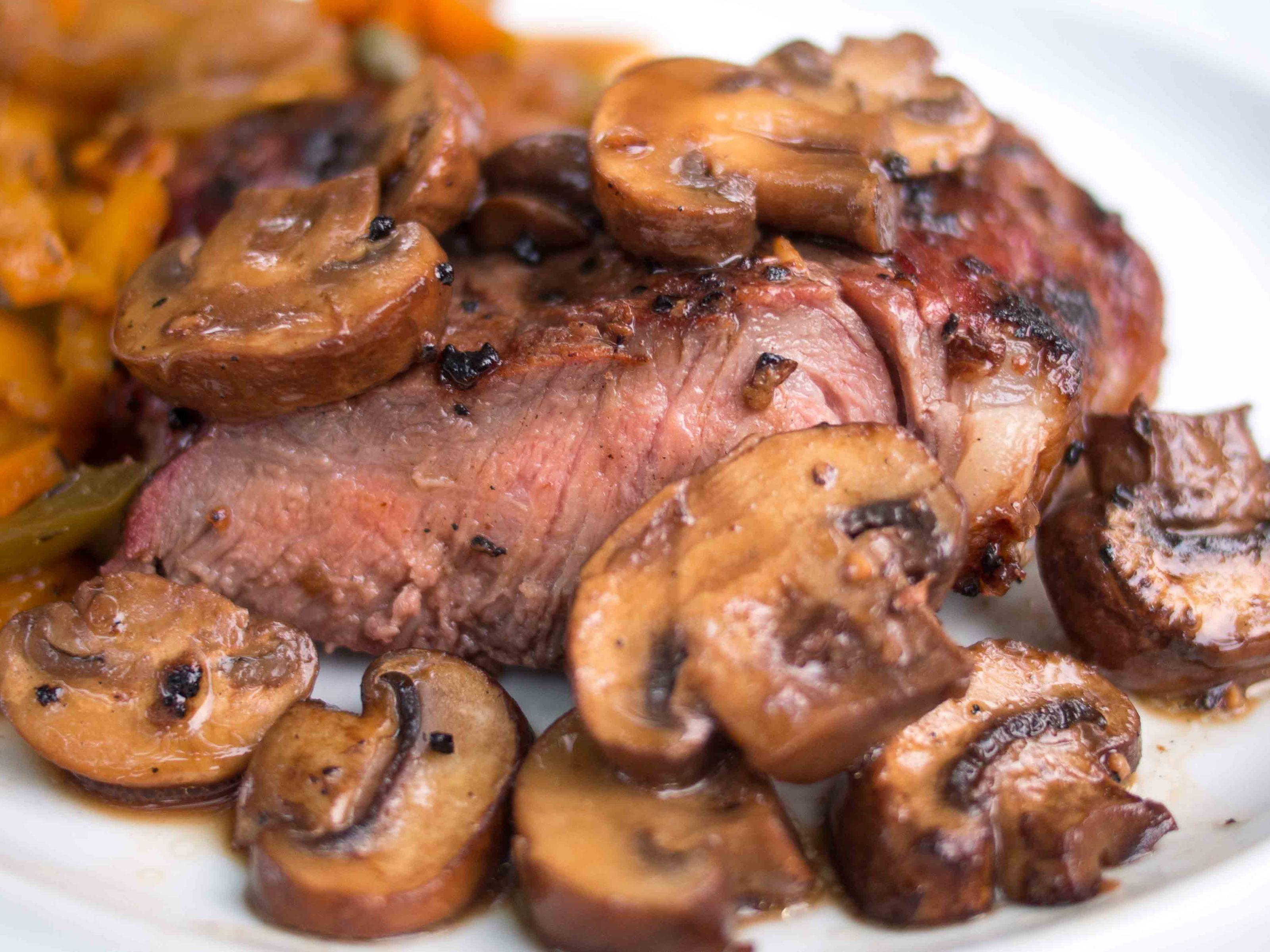 Как приготовить мясо в грибах